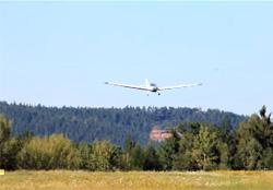 Motorflugzeug - Foto: GNU CC Arpingstone